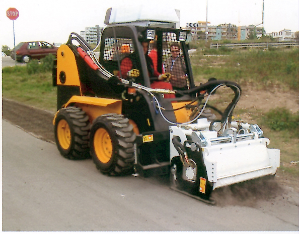 self levelling Cold planers for Skid steer loaders and articulated loaders